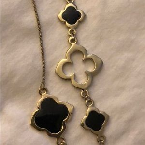 Jewelry - Gold chain with black enamel four-petal designs